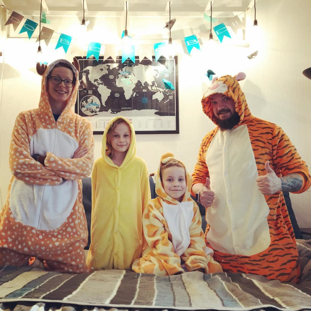 Gimons Family Costumes